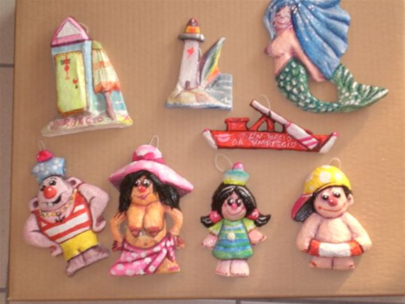 Assortimento piccoli soggetti dedicati all'estate e al mare